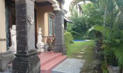 house for rent in Petitenget