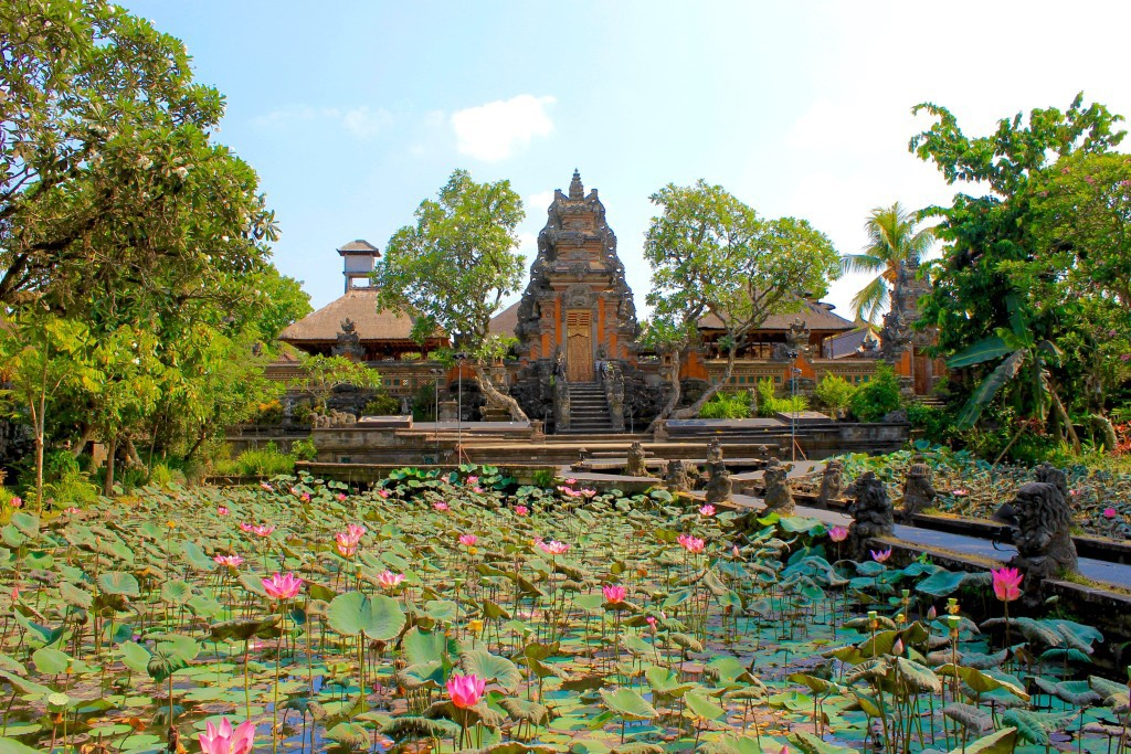 things to do in Ubud - pura saraswati