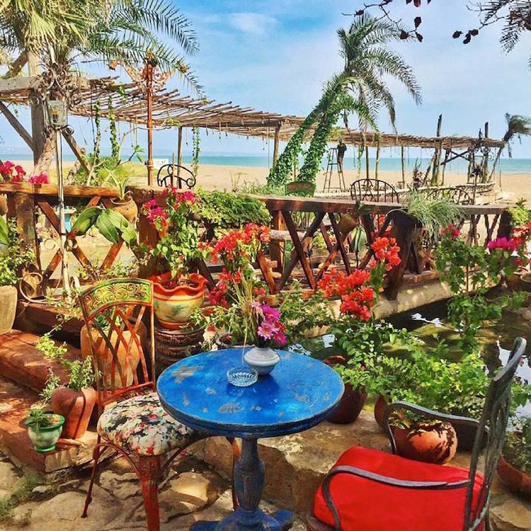 Unique Restaurants in Bali - La Laguna 5